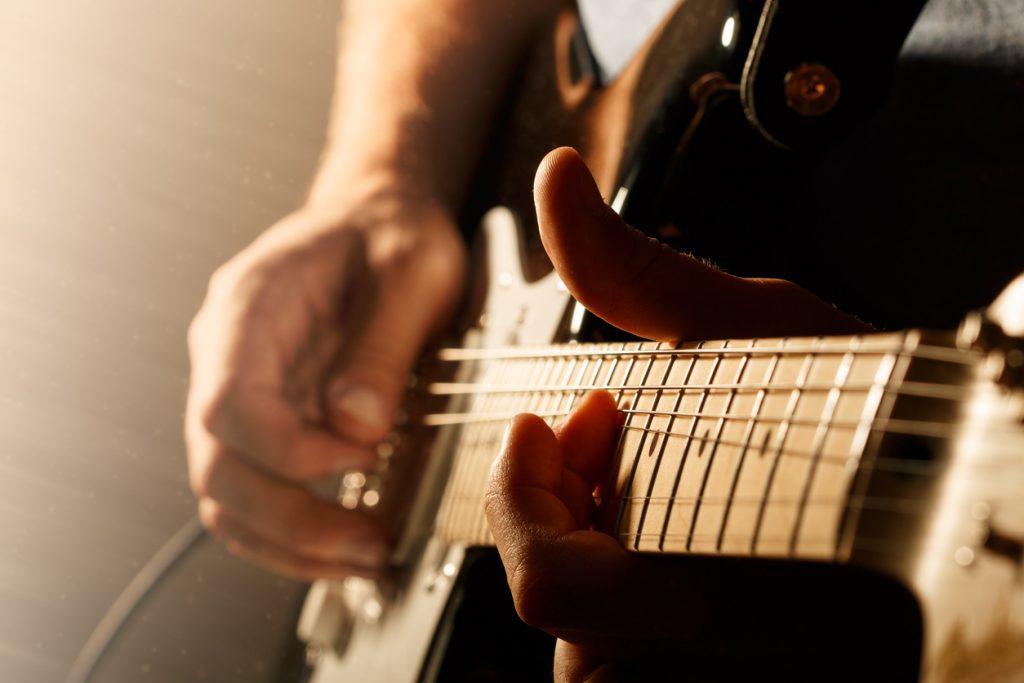 Tocar guitarra talento